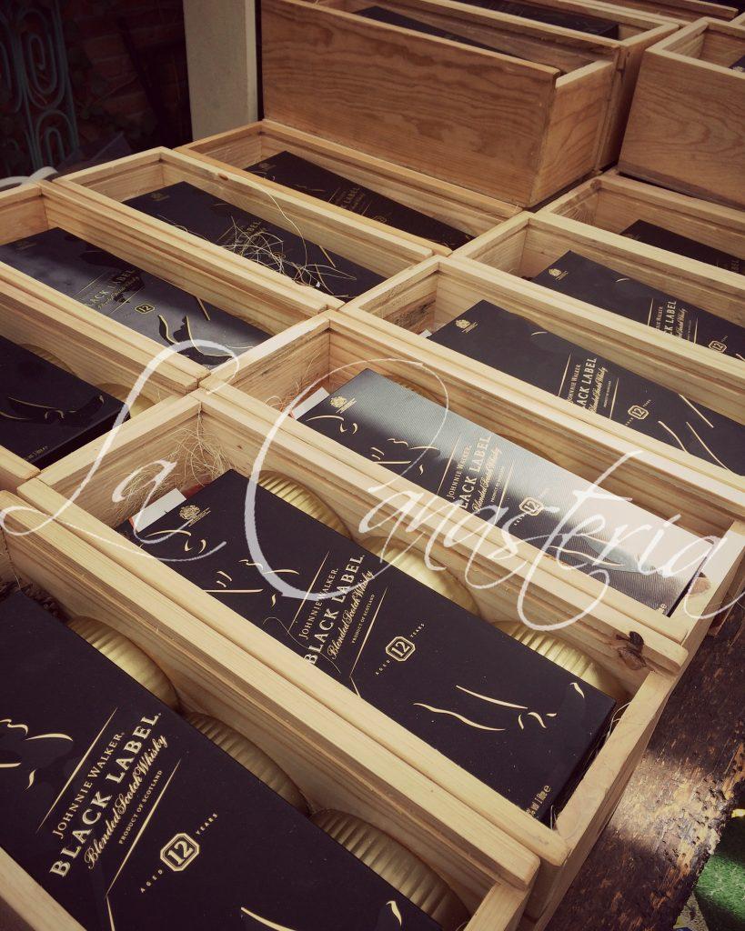 arcones navideños con whisky, arcones navideños con whiskey, arcones navideños con etiqueta negra, cajas de regalo navideñas, cajas de regalo navideñas con whisky, arcones navideños finos