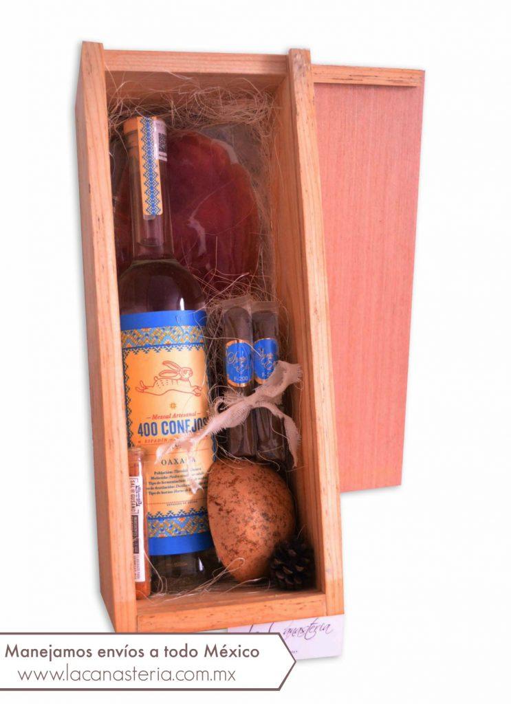 Finas Cajas de Regalo con Mezcal y productos gourmet ideales para regalos navideños en empresas
